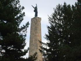 spomenik na Fruskoj Gori blizu Banje Vrdnik